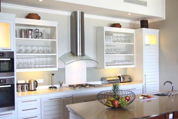 eden-island-villa-kitchen8A6C2C65-9ED3-CDDA-DFF8-381D06D676E8.jpg