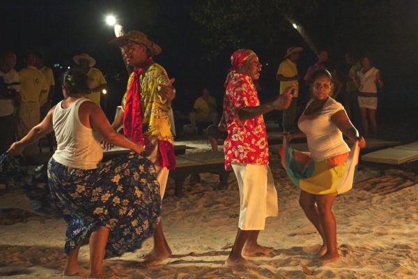moutya-dancing-on-the-beach-dsc-5769014C901B-67EC-80A1-7E59-BBF01C01A87F.jpg