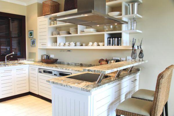 eden-island-maison-kitchen-img-0835F5B8414E-3ED9-1454-C50F-5F787309263A.jpg